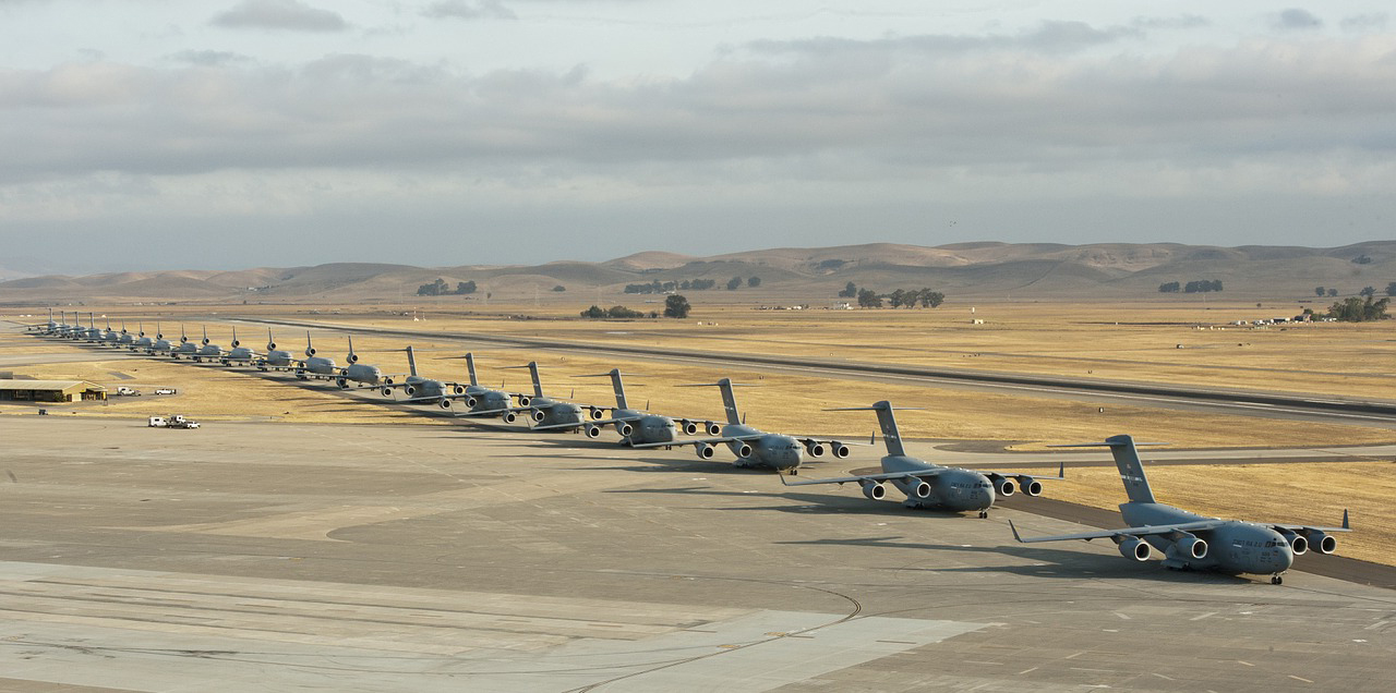 military-jets-746221_1280